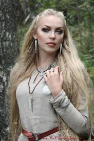 Viking Hairstyle Female 618 best vikings images viking woman viking 1627 by wearticles.com