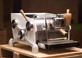 At the same time, the warranty document and the user manual that simplifies the use are included in the box. Home Slayer Espresso