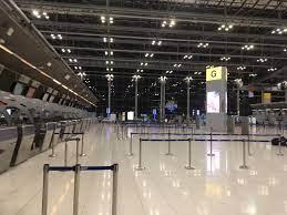 เงียบเหงา เหมือนเมืองร้าง ภาพชุดสนามบินสุวรรณภูมิ ก่อนมาตรการเข้มบังคับใช้