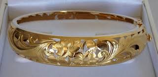 14k yellow gold hawaiian cut out bangle bracelet