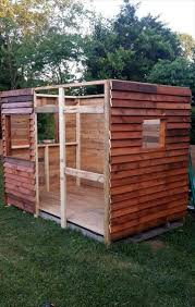 Wood Pallet House Diy Pallet Playhouse Or Clubhouse 101 Pallet Ideas