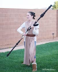 get ready for the last jedi with this easy rey costume idea