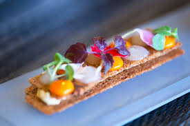 Restaurant in in this chic and residential area of marseille, the talented alexandre mazzia is following his path. La Cuisine D Alexandre Mazzia Est Inoubliable Et Ca Se Passe A Marseille Silencio