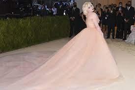 Billie Eilish Wears Oscar de La Renta ...