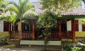 Terdapat empat jenis rumah adat dki jakarta yakni rumah kebaya, rumah gudang, rumah joglo, dan rumah panggung. Rumah Adat Betawi Serta Keunikan Dan Penjelasannya