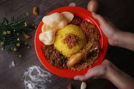 Nasi kuning ini cukup terkenal di indonesia karena bisa kita temui dengan mudah pada nasi tumpeng. Masak Apa Hari Ini Coba Resep Nasi Kuning Rice Cooker