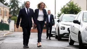 Xavier bertrand et sa femme. Xavier Bertrand A Vote Sous Une Cohue Mediatique A Saint Quentin Pour Le Second Tour Des Regionales Et Departementales