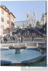 Die spanische treppe in rom ist eine der bekanntesten freitreppen der welt. Leinwandbild Brunnen Auf Spanisch Platz Mit Spanische Treppe Rom Pixers Wir Leben Um Zu Verandern