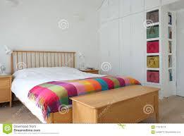 Der Skandinavische Angespornte Schlafzimmerinnenraum Der Hölzerne