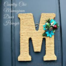 Country Chic Monogram Wreath Monogram Door Hanger Twine or sisal wrapped around a wreath letter or frame is a great idea for your next DIY craft Holiday door decoration inspiration