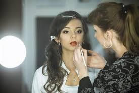 makeup artist salary range ibuzzle
