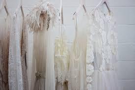 結婚式お呼ばれゲストドレスはレンタルと購入どっちがおすすめ