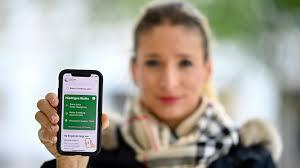 In wenigen schritten zum digitalen impfnachweis. Check In Und Impfpass Neue Features Fur Die Corona Warn App Br24