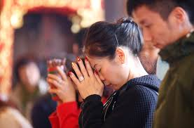 Resultado de imagem para chinese praying