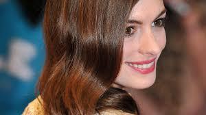 Anne Hathaway Stelt Huwelijk Uit Om Kapsel Nu Het Laatste Nieuws