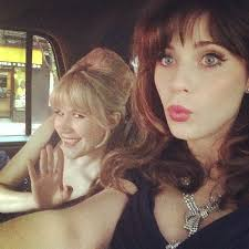 zooey deschanel snapped a selfie with her friend tennessee thomas on the way to the gala