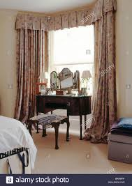 Antique Dressingtable In Front Of Window With Patterned Curtains - Bedroom window dressing
