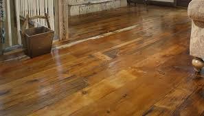 Pavimenti Per Interni Rustici : Pavimento in legno di latifoglie pino a doghe liscio