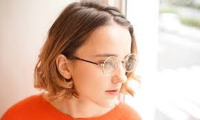 自分に似合う伊達メガネはレディースメンズのおしゃれ分析