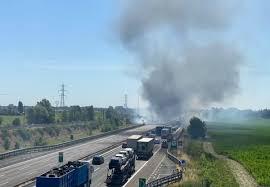 Incidente A1 Piacenza morti due camionisti, a fuoco i veicoli, traffico  bloccato