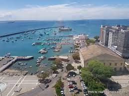 Vista do vidro do Elevador Lacerda, Salvador, Bahia - Viagens Invisíveis