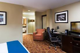 about holiday inn express hotel and suites boston td garden