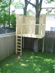 Easy Forts To Build Simple Backyard Tree House Tree Houses Treehouse And Living Rooms