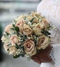 E considerando che ricorda il colore dell'oro, è perfetta per le nozze d'oro dei 50 anni di matrimonio. I 50 Bouquet Piu Belli Del Mondo Bouquet Matrimonio Bouquet Di Nozze Fiori Cerimonia Di Nozze