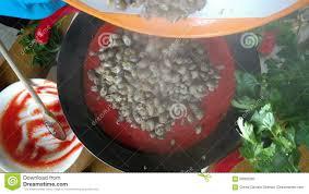Cocinar Caracoles De Mar En Salsa De Tomate Almacen De Video   Vídeo De  Vector, Tiro: 90005295