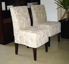 repaginando as cadeiras capas de todos os tipos mais see more capa para cadeira mais chair coversfurniture coversslipcovers for chairsdiy