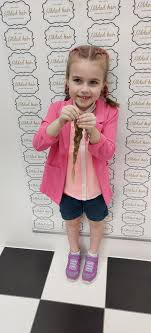 Mia Connolly donated 30cm of hair to help children who have gone ...