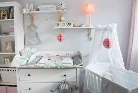 Mit einem babybett mit wickelkommode spart ihr platz und bares geld. Wickeltisch Im Babyzimmer Gestalten Susse Ideen Tipps