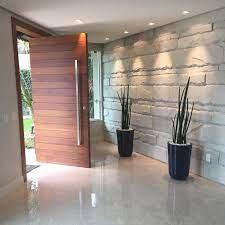 Entrada da casa com linda porta pivotante. Portas De Entrada De Madeira 80 Modelos Para Transformar Sua Casa