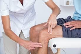 تعرف على أسباب ألم الركبة وطريقة تجنبها » مجلتك