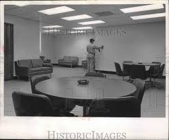 1966 Press Photo Ivan Schultz in the new assembly room in Milwaukee co    Historic Images