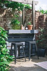 The 25 best Outdoor pallet seating ideas on Pinterest