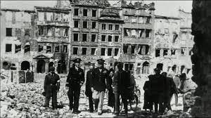 Znalezione obrazy dla zapytania 60 rocznica odbudowy starego miasta zdjecia
