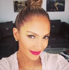 the newly single jennifer lopez posted a no makeup selfie to insram recently and unlike many of her hollywood counterparts who partake in the