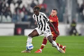 Cori razzisti contro Moise Kean dal settore ospiti nel primo tempo di  Juventus-Roma