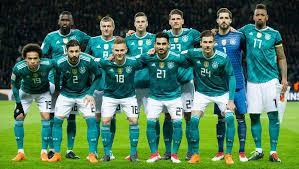 The winner of the bundesliga is crowned the german football champion. So Viel Kostet Die Dfb Auswahl So Viel Spielt Sie Ein