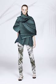 Geometric Fashion Designers Issey Miyake Look 3 Japanese Fashion Designers Fashion