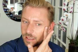how to look less tired in 1 quick step you makeup artist wayne goss shows you how to fake a good night s sleep with highigther