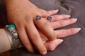 наколка перстня на среднем пальце левой руки тюремные татуировки