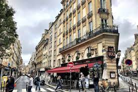 باريس: من مدينة الجن والملائكة إلى مدينة الشياطين والخناجر