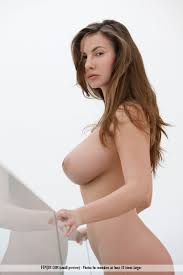 Busty Babe Naked Outdoors Sexy Nude PARADISE