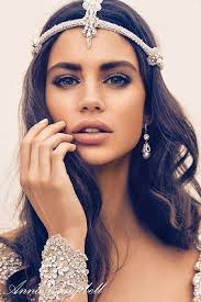 Dramatic eyes makeup is meant for boho brides.