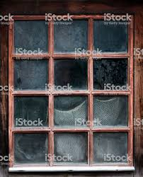 Das Fenster Eines Alten Hölzernen Bauernhauses Mit Netz Stockfoto