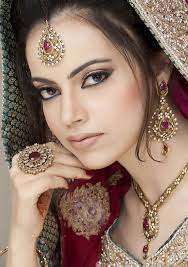 aishi is london s top asian bridal makeup artist specialising in indian and stani