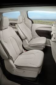 2018 chrysler pacifica hybrid middle interior seats erika pizano september 21 2017