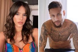 Bruna Marquezine curte post com crítica à festa de Neymar: